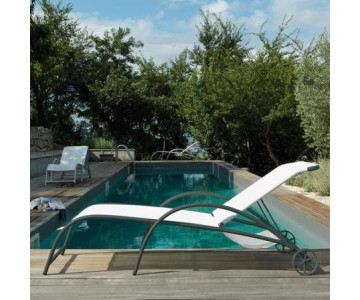 CHAISE LONGUE AND SUNBEDS