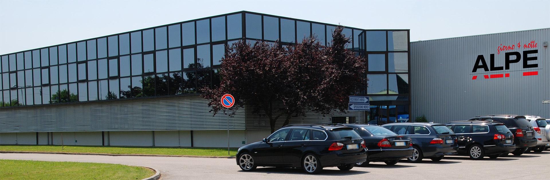 Alpe arredamenti produzione soggiorni e camere da letto for Alpe arredamenti catalogo